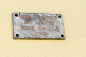 Plaque commémorative du décès de René Caillé